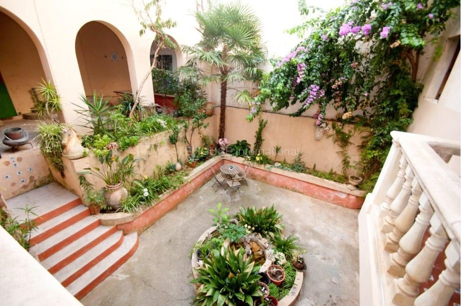 Large townhouse in Arta with business investment possibilities