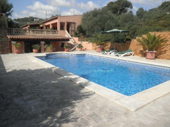 Beautiful 5 bedroom country home close to S Horta with fantastic sea views