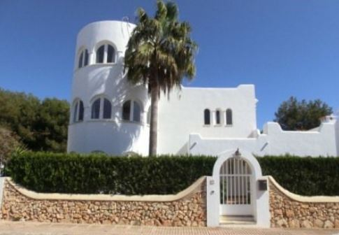 Spacious private villa for sale Cala Egos with heated pool