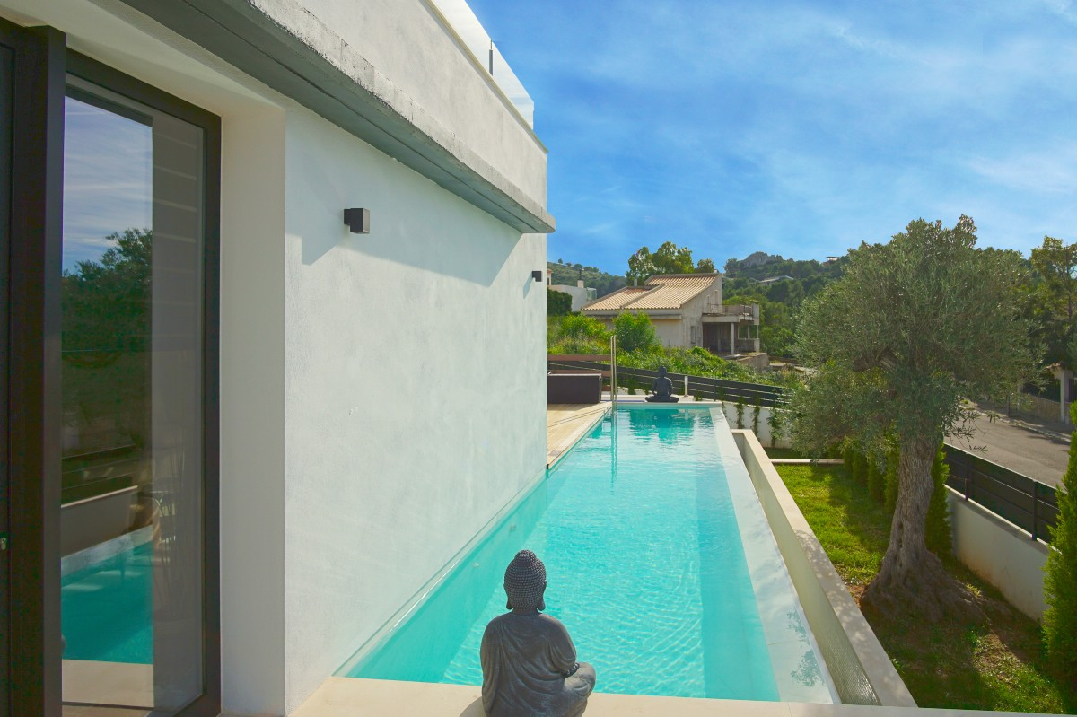 Modern detached Bonaire villa for sale with sea views & pool