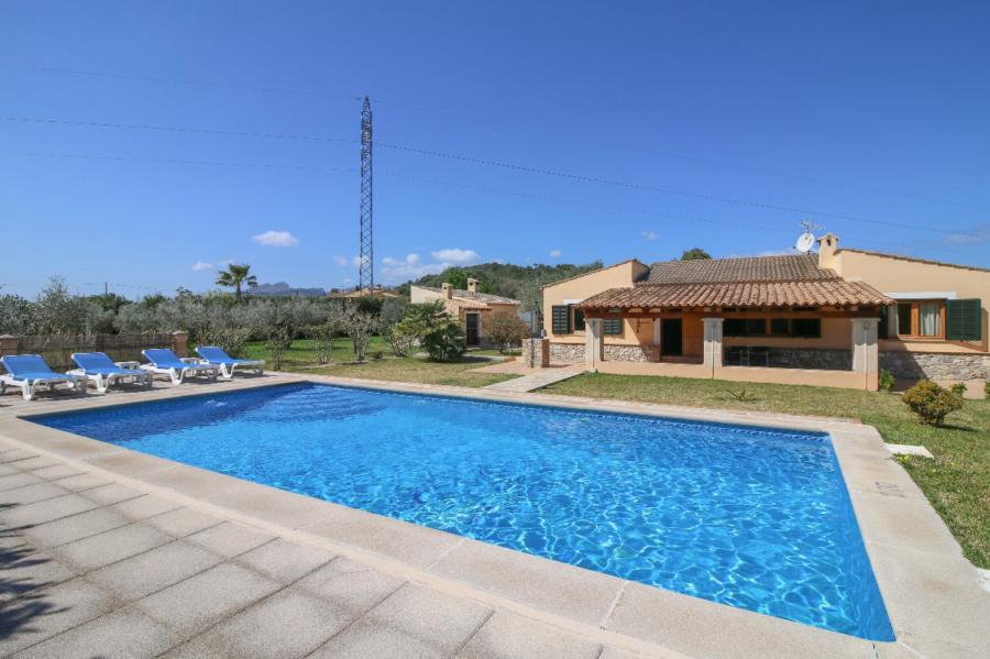 Finca style house in about 1 acre, with licence to rent close to Pollensa Mallorca