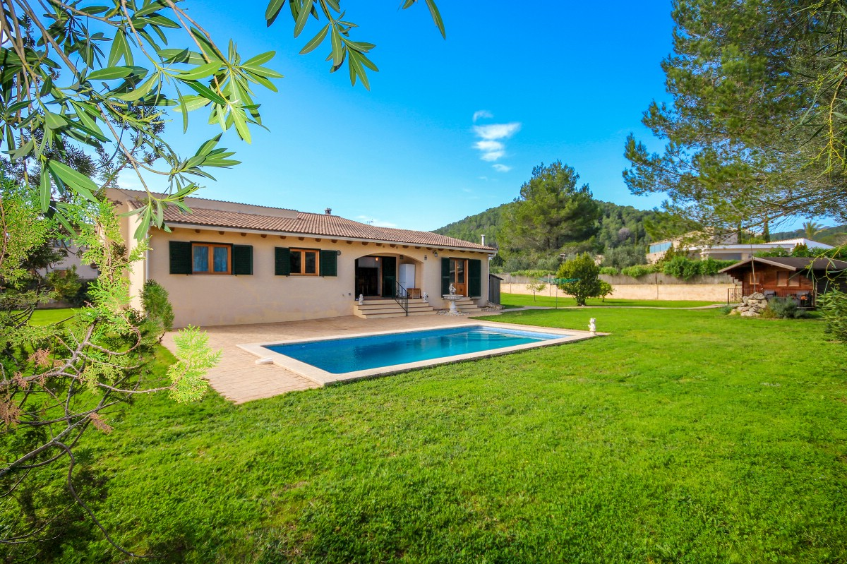 Detached Mallorca villa for sale near Pollensa with a pool, Crestatx