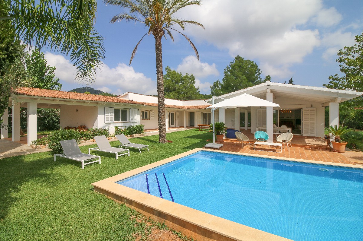 Villa for sale in Mallorca Pollensa S Ubach area under 1 million euros