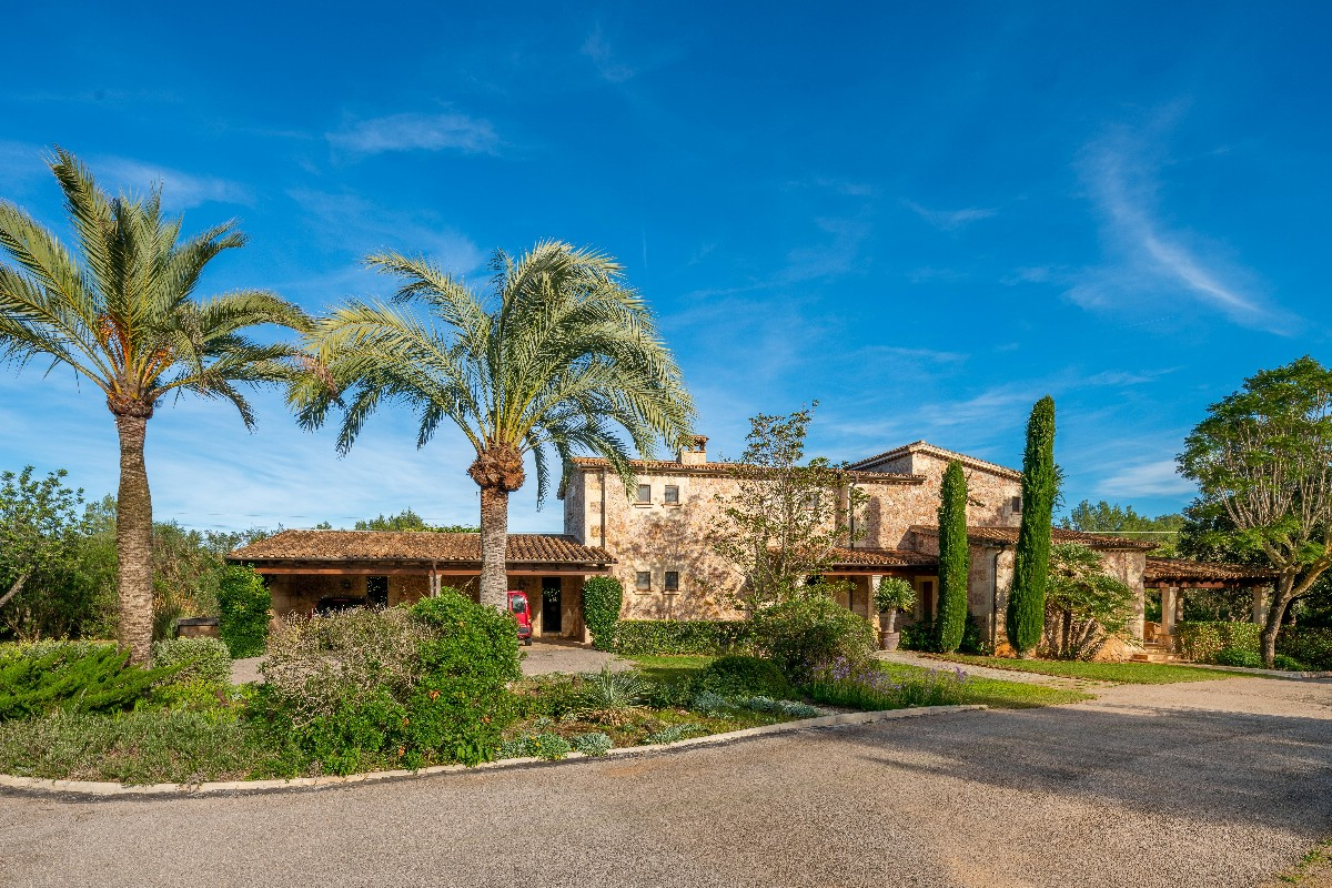 Luxury house for sale in Mallorca close to Pollensa golf course – 5 Acres