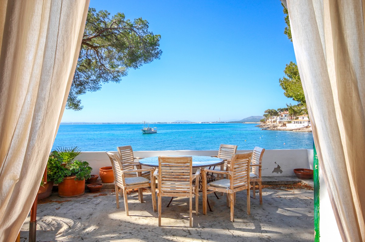 Sea view villa in Mallorca with holiday rental licence, Alcanada