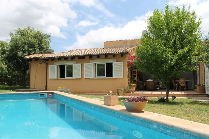 Chalet with private pool for sale in Pollensa, Mallorca