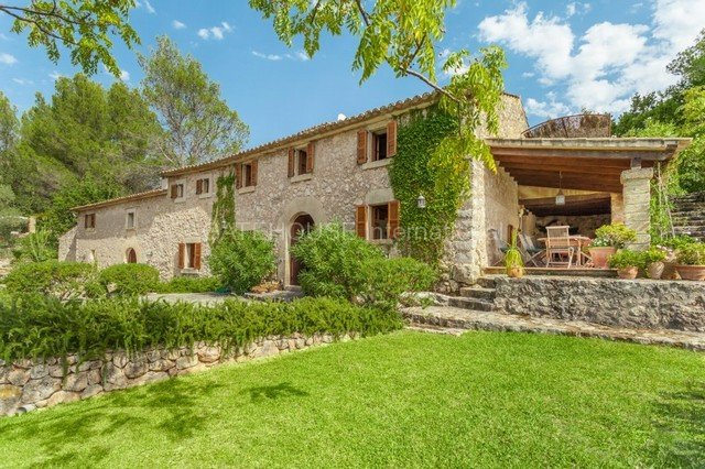 Country estate farmhouse North East Mallorca near Pollensa