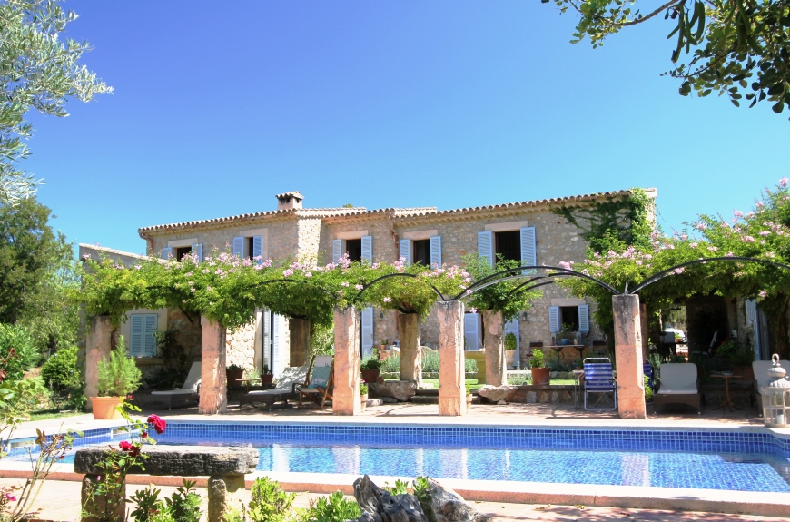 Luxury Country finca for sale in Capdella with outstanding views