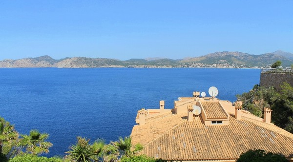 Frontline sea view apartment for sale in Santa Ponsa, Mallorca