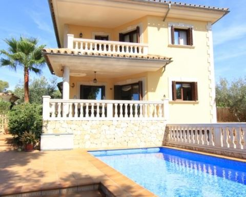 Well presented 4 bedroom Port Adriano villa for sale Mallorca