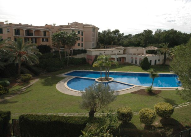 Duplex apartment for sale in Bendinat in a sought after location