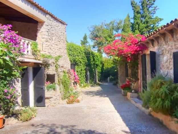 Stone built finca for sale in Arta with beautiful gardens