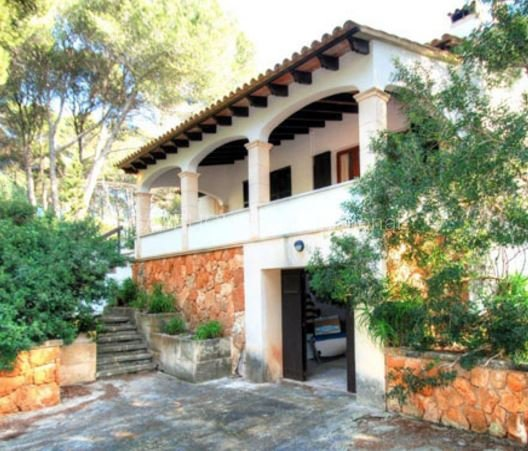 Detached villa in peaceful setting