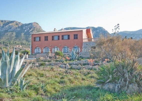 Beach front villa for sale in Colonia de sant Pere