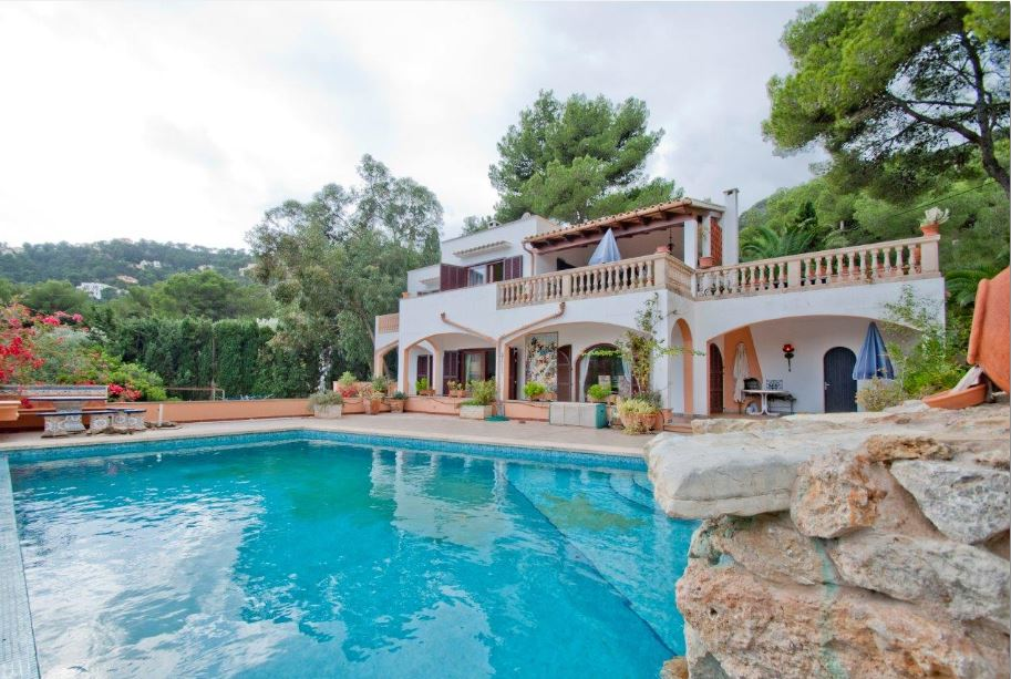 Beautiful 4 bedroom villa for sale Costa Canyamel with sea views