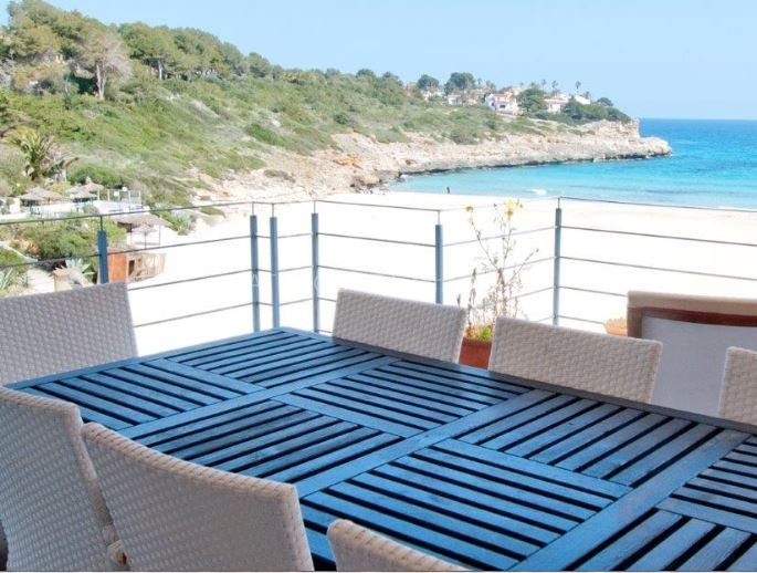 Beach view villa for sale in Cala Mandia, Mallorca