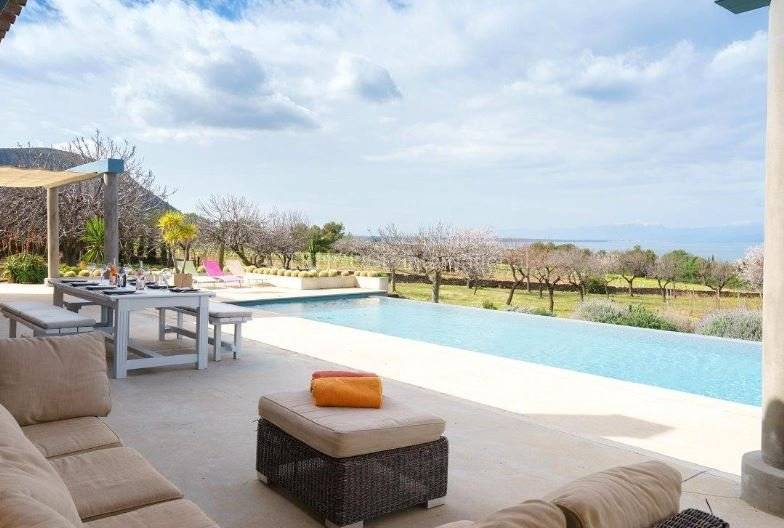 Luxury home for sale in Colonia de sant Pere with sea views and a Vineyard