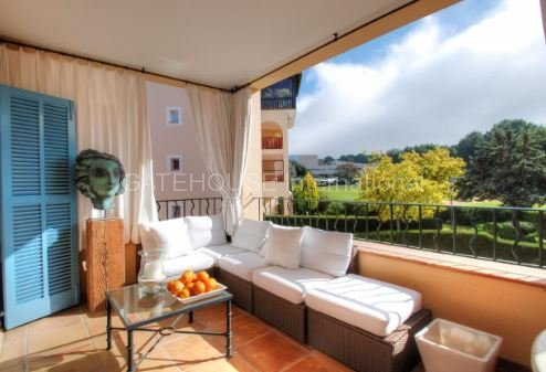 Luxury apartment with direct access to the golf course in Bendinat
