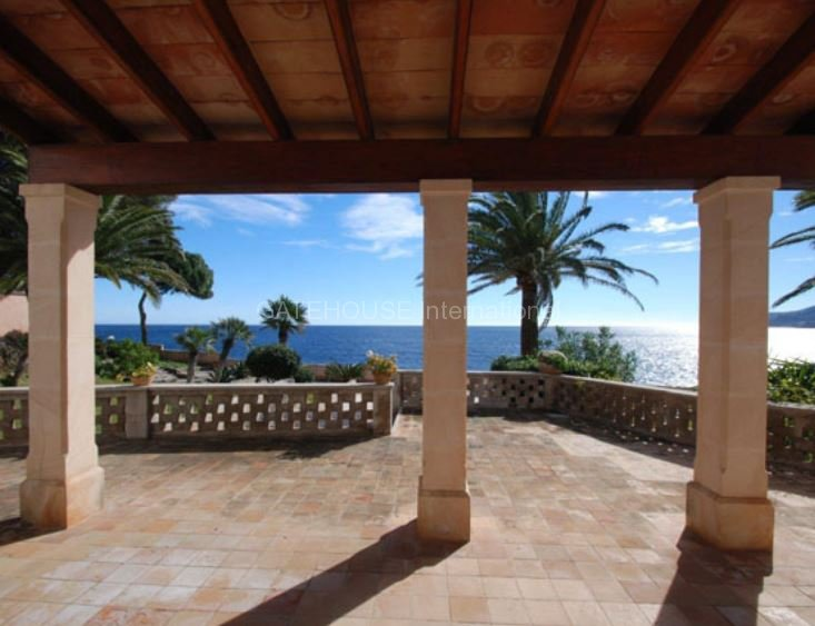 Luxury frontline home for sale in Cala Ratjada