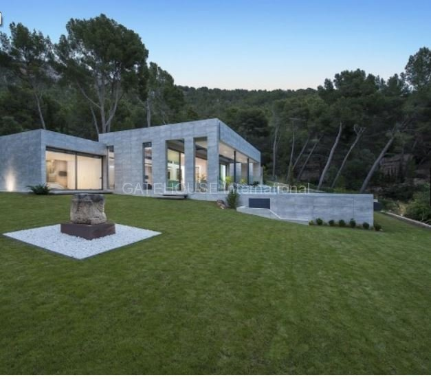 Luxury contemporary home for sale in Formentor