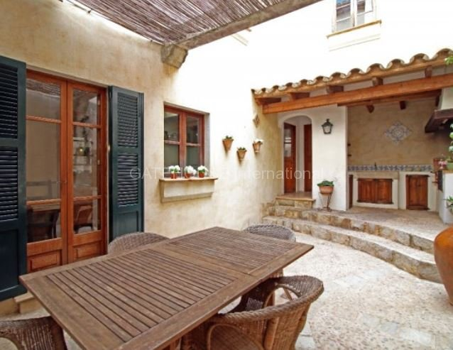 Character Townhouse for sale in Pollensa Old Town