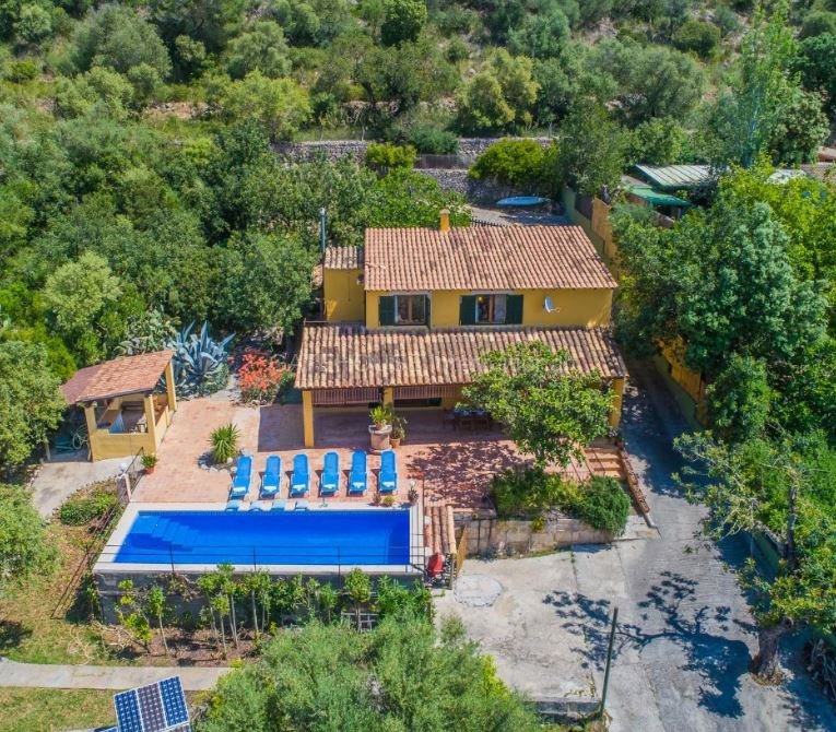Detached villa for sale close to Alcudia