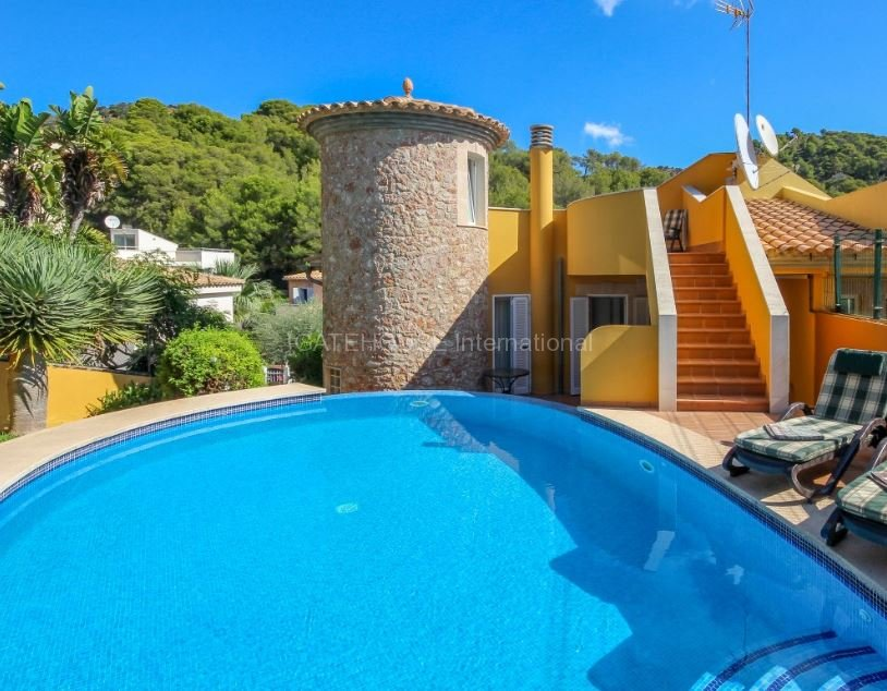 Three bedroom villa with private pool for sale close to Alcudia