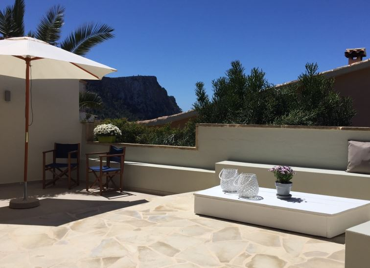 Sea view apartment for sale close to Puerto Andratx