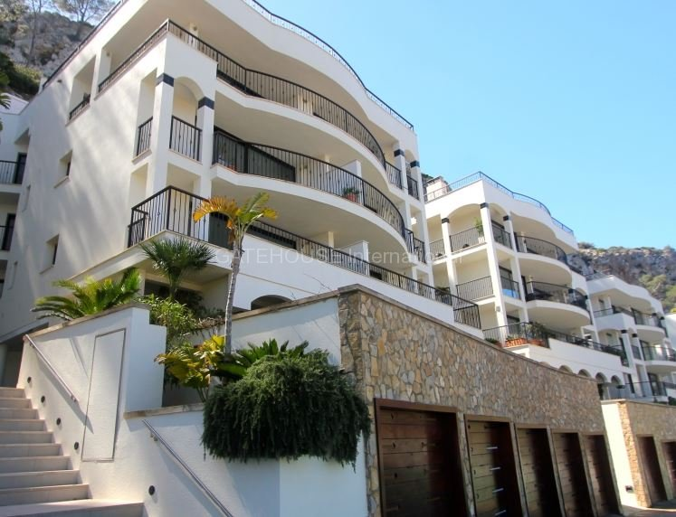 Front line apartment for sale in Puerto Andratx