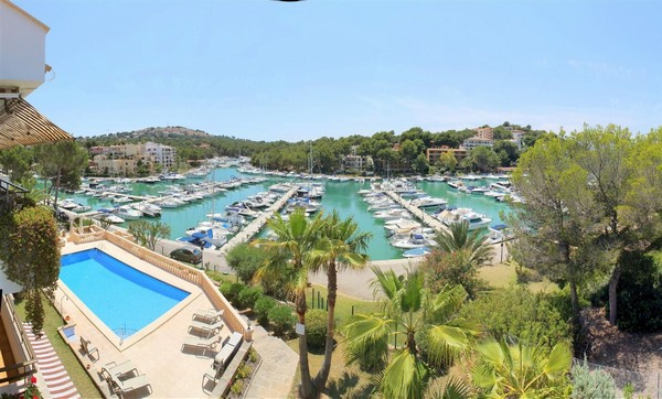 Apartment for sale in the Port of Santa Ponsa  with direct access to the Port