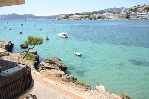 Apartment for sale with large terrace and sea views requiring renovation