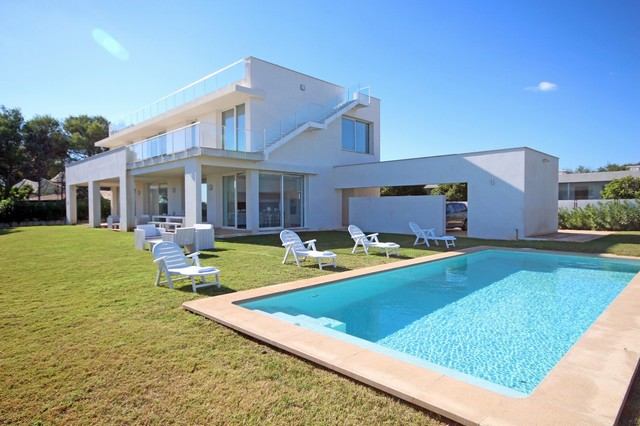 Modern sea view villa Pollensa close to golf, beach & amenities