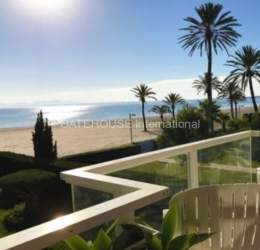 Beach front apartment for sale in Puerto Alcudia