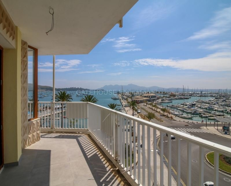 Front line penthouse apartment for sale in Puerto Pollensa