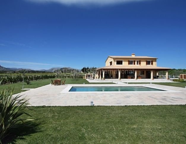 Large country finca for sale in Alcudia