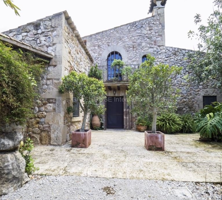 Luxury stone house with guest accommodation in Pollensa Old Town
