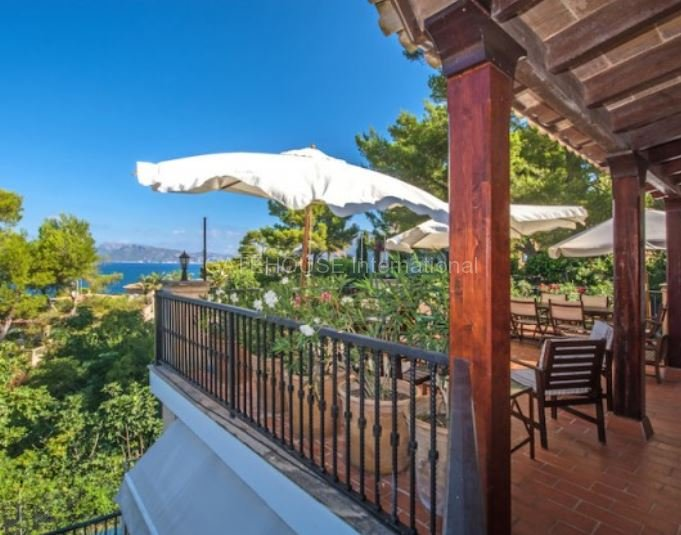 Stunning harbour view home for sale in Bonaire, Alcudia