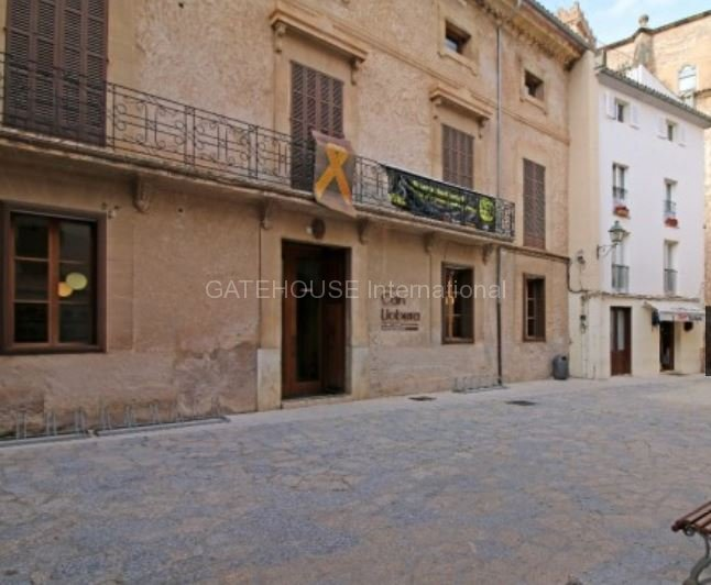 Townhouse requiring Renovation for sale in Pollensa