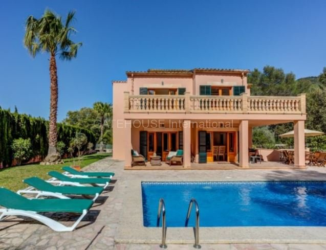 Detached villa for sale with private pool close to Pollensa