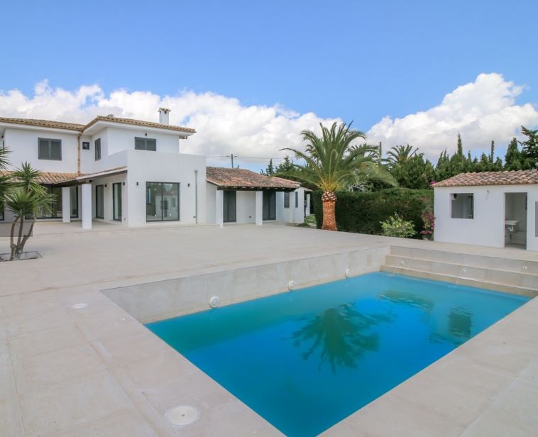 Refurbished home on a rustic plot close to Pollensa