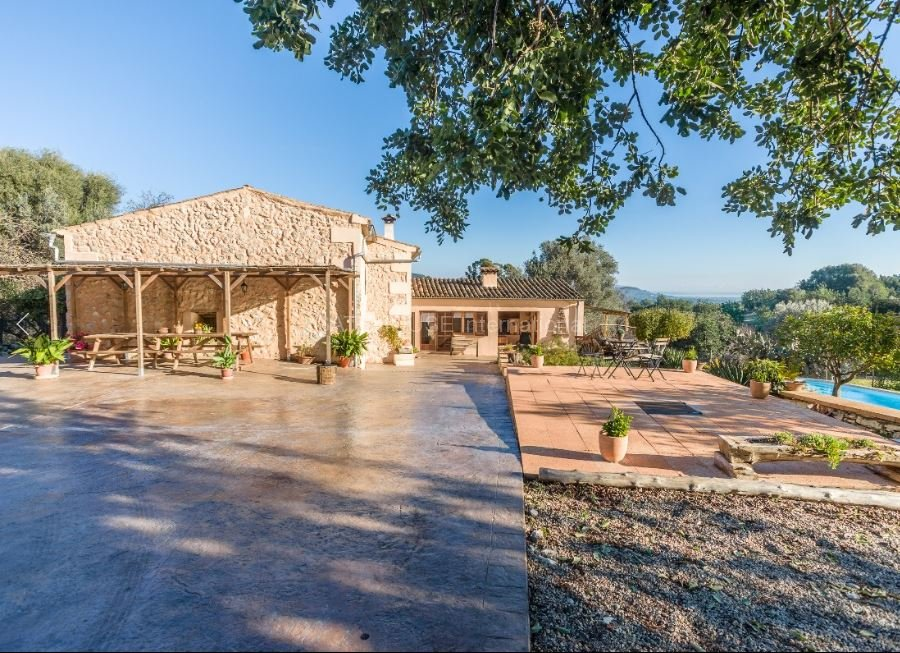 Country house on large plot for sale in Pollensa
