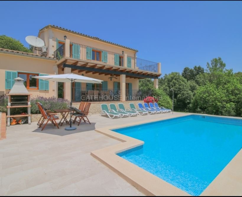 Detached family home on a large plot close to Pollensa