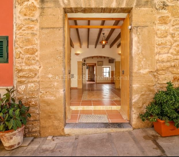 Character Townhouse for sale in Old Town Alcudia