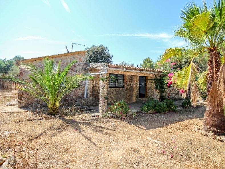 Rustic finca for sale in quiet location close to Puerto Alcudia