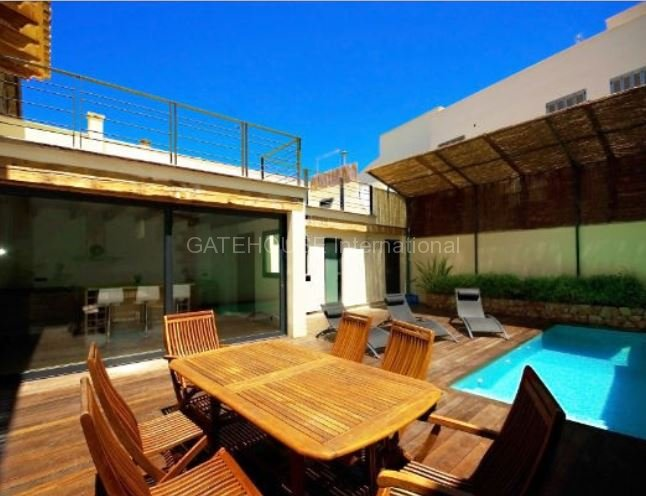 Townhouse for sale with private pool in Pollensa
