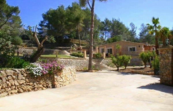 Exclusive new villa for sale in quiet location overlooking the bay of Santa Ponsa, Mallorca