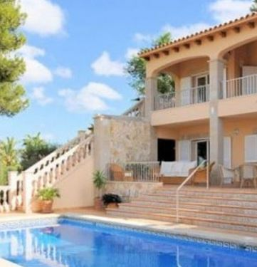 Luxury home for sale in Santa Ponsa with sea views