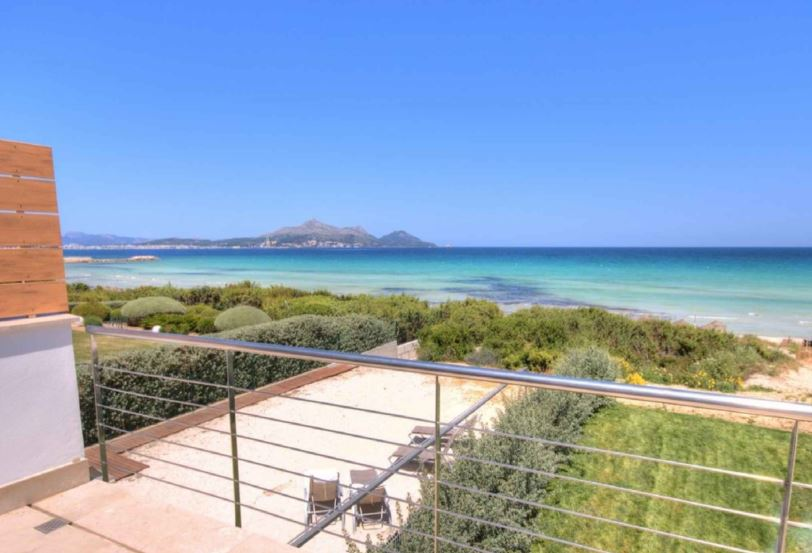 Direct front line to beach luxury house in Alcudia Bay Mallorca