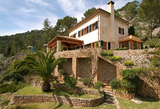 Luxury hillside country estate near Pollensa, with sea views