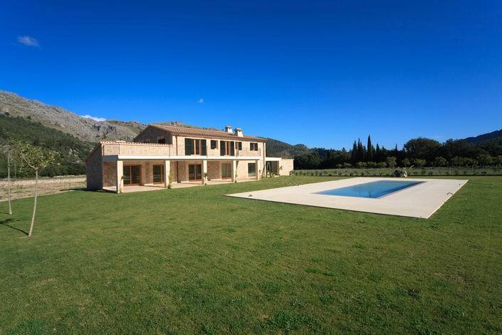 Large private estate near Pollensa with mountain views